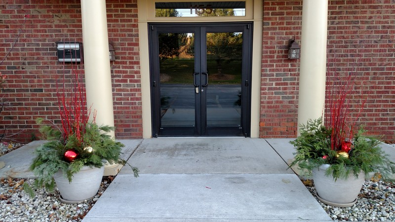 Commercial-Outdoor-Planters-Milwaukee-WI